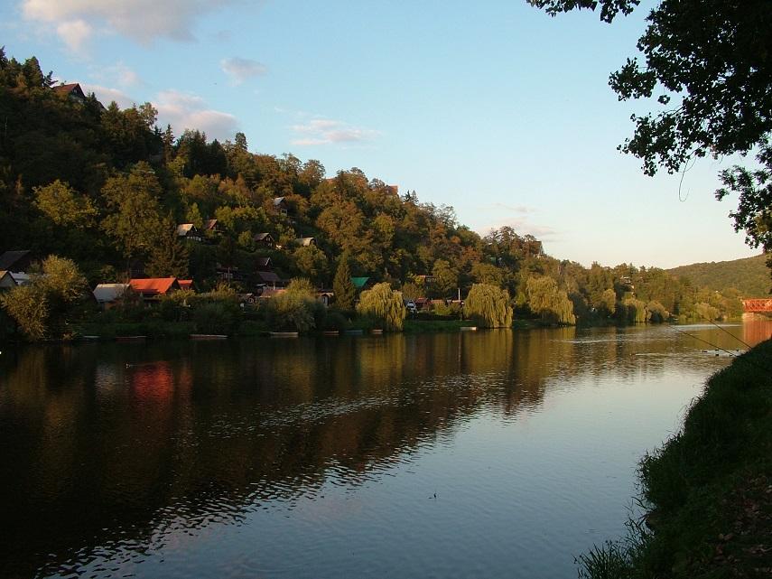 teče tudy řeka