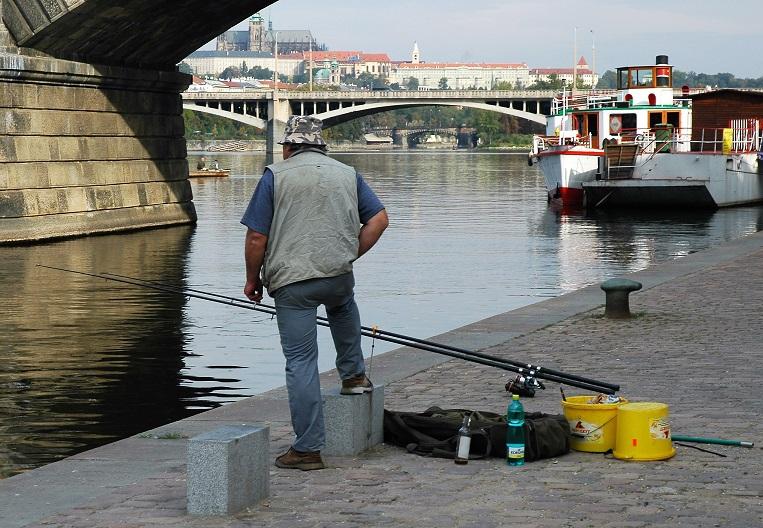 rybář na Vltavě